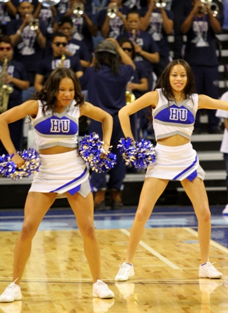 Hampton University Blue Thunder cheerleders
