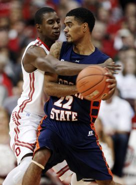 Morgan State looks to pass the ball against Ohio ...