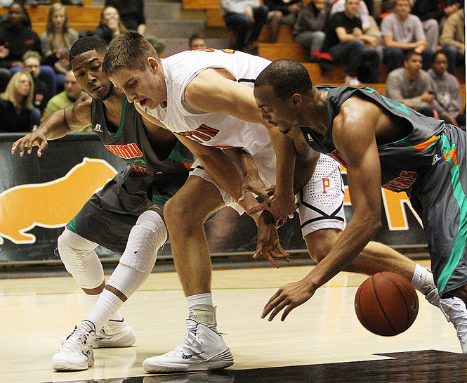 Florid A&M and Princeton battle for loose ball