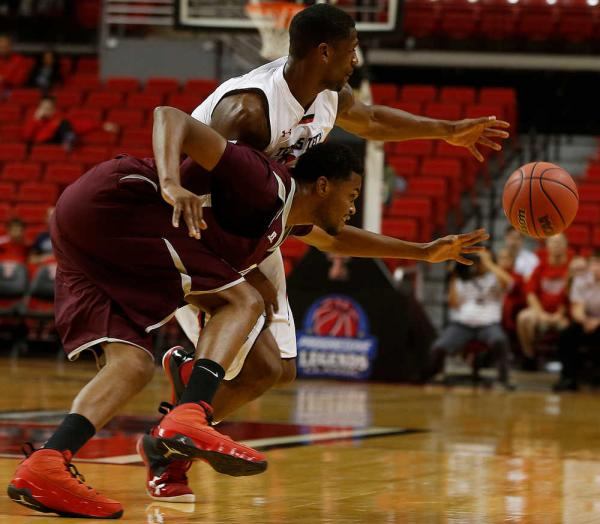 Texas Southern and Texas Tech go after a loose ba...