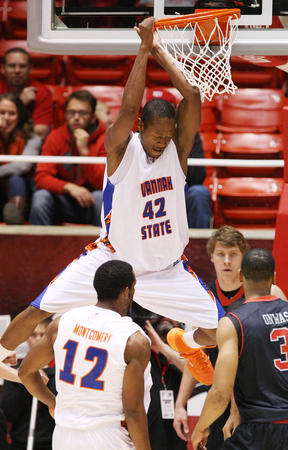 Savannah State Tigers player slams over Utah