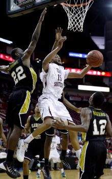 Texas Southern Tigers shoots as Alabama State Hor...
