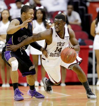 Texas Southern drives around Prairie View A&M dur...