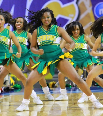 Norfolk State Spartan cheerleaders show the other...