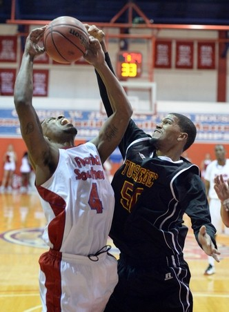 Tuskegee takes down Florida Southern in the 1st r...