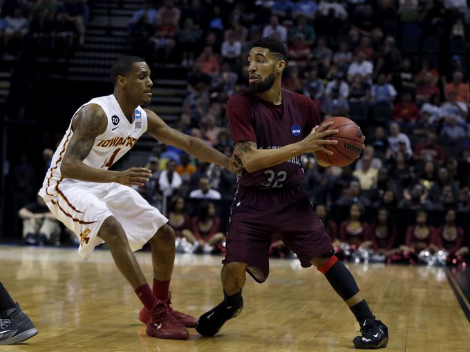 North Carolina Central Eagles looks to pass aroun...