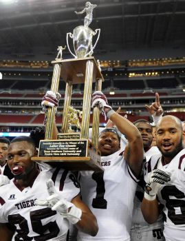Texas Southern teamates lift the Durley-Nicks Tra...