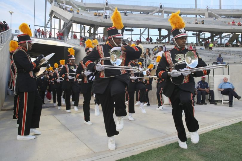 Grambling State Tigers marching band enters the s...