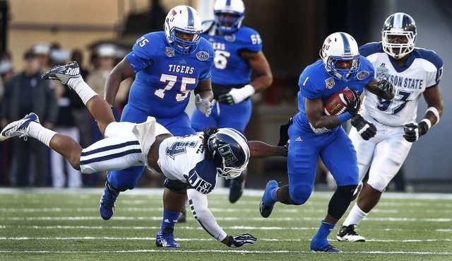 Tennessee State dominates Jackson State in Southe...