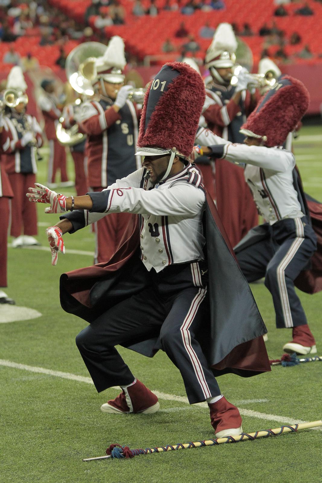 South Carolina State drum majors get down at half...