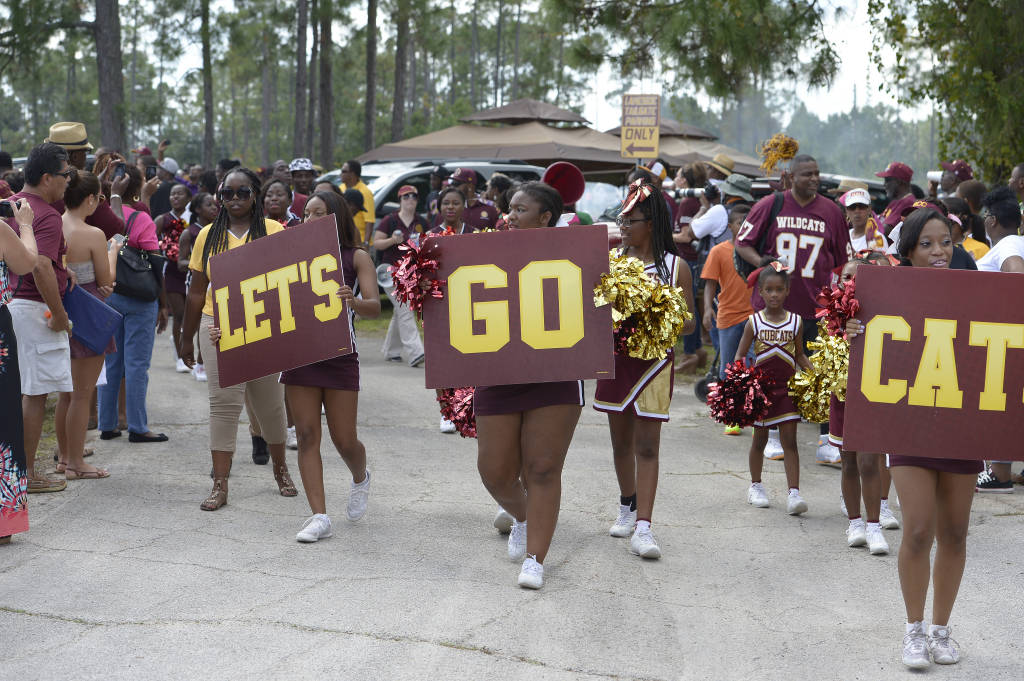 Bethune-Cookman cheerleaders are ready for the ga...