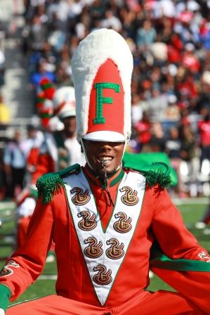 Florida A&M drum major breaks it down during hafl...