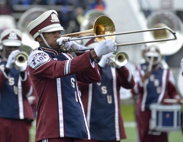 South Carolina State marching 101 performs at hom...