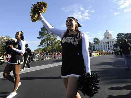 Alabama State cheerleaders at the Turkey Day Para...