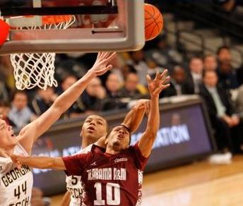 Alabama A&M Bulldogs shoots the ball against the ...