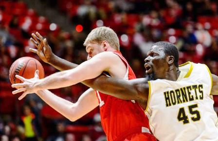 Alabama State and Utah reach out for loose ball