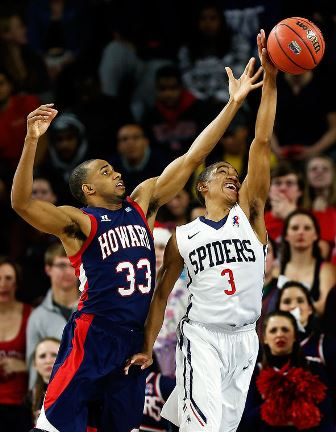 Howard Bison and Richmond Spiders battle for a lo...
