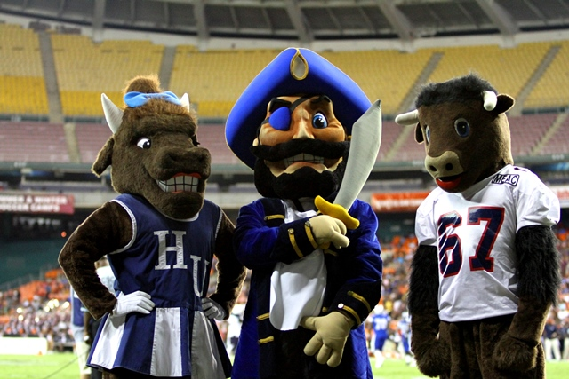 Hampton and Howard mascots take time out for phot...