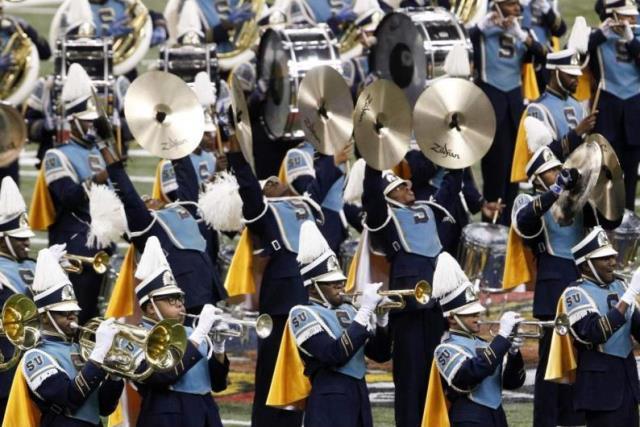 Southern Human Jukebox marching band performs at ...