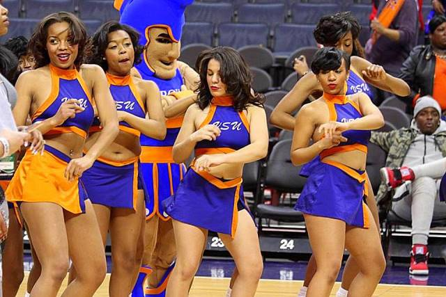 Virginia State Woo Woos cheerleaders at the CIAA ...
